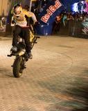 Эффектное выступление мотоцилк фристайла Стоковое фото RF