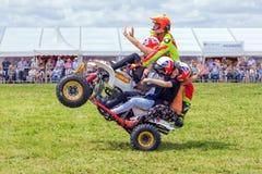 Эффектное выступление wheelie велосипеда квада Стоковые Изображения RF