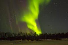 Эффектное северное сияние, северное сияние над snowscape Стоковое Изображение