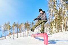 Эффектные выступления сноубординга Стоковые Фотографии RF