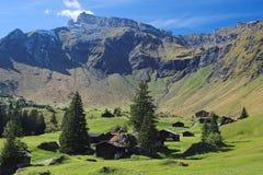 Эффектные горные виды между Murren и Allmendhubel (Berner Oberland, Швейцарией) Стоковое фото RF