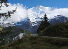 Эффектные горные виды около городка Murren (Berner Oberland, Швейцарии) Стоковое Изображение