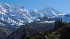 Эффектные горные виды около городка Murren (Berner Oberland, Швейцарии) Стоковое фото RF