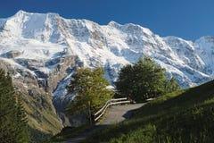 Эффектные горные виды около городка Murren (Berner Oberland, Швейцарии) Стоковое Изображение RF
