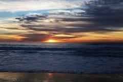 Эффектный заход солнца Калифорнии Тихий Океан Стоковые Фотографии RF