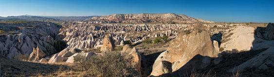 Эффектный панорамный взгляд в Cappadocia, Турции, на заходе солнца Стоковые Фото