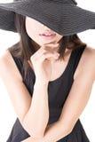Элегантная азиатская молодая женщина стоковое фото rf