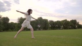 Элегантная балерина скачки от Японии акции видеоматериалы