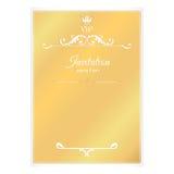 Элегантная золотая карточка для приглашений С густолиственными элементами викторианского стиля Как свободные лист в конверте Цвет Стоковое Изображение