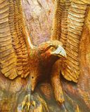 Элегантная птица высекаенная в древесине Стоковые Изображения