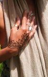 Элегантная рука хны стоковое изображение