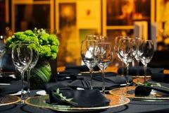 Элегантная таблица праздника, ресторанное обслуживаниа, творческий подход к событию Стоковое Изображение RF