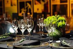 Элегантная таблица праздника, ресторанное обслуживаниа, творческий подход к событию Стоковое Фото