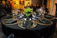 Элегантная таблица праздника, ресторанное обслуживаниа, творческий подход к событию Стоковая Фотография RF