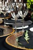 Элегантная таблица праздника, ресторанное обслуживаниа, творческий подход к событию Стоковые Изображения