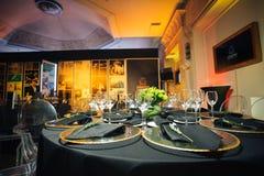 Элегантная таблица праздника, ресторанное обслуживаниа, творческий подход к событию Стоковые Фото