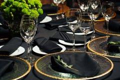 Элегантная таблица праздника, ресторанное обслуживаниа, творческий подход к событию Стоковые Изображения RF