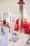 Элегантная таблица установила для wedding или события в партии мягко красном цвете и pi Стоковое Изображение RF