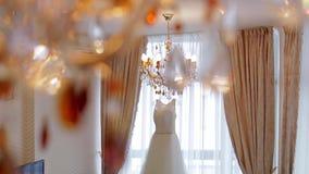 Элегантное белое платье акции видеоматериалы