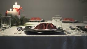Элегантные блюда на таблице акции видеоматериалы