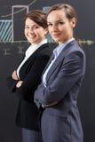 Элегантные коммерсантки работая в офисе Стоковое Фото
