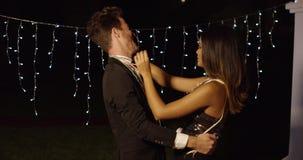 Элегантные молодые танцы пар на ноче акции видеоматериалы