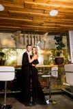 Элегантные пары на ресторане Стоковая Фотография