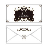 Элегантный горизонтальный конверт для приглашений VIP С густолиственными элементами викторианского стиля Цвета коричневы с белизн Стоковое Изображение RF