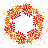 Элегантный флористический венок с листья и ветви оранжевых и красного цвета Стоковое Изображение RF