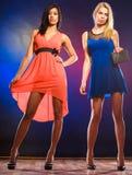 2 элегантных женщины в платьях Стоковые Изображения RF