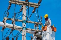 Электрик проверяет Стоковая Фотография RF