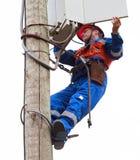 Электрик раскрыл пульт управления на reclosers поляка Стоковое Изображение