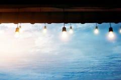 Электрическая лампочка в хате около моря после идти дождь Стоковая Фотография RF