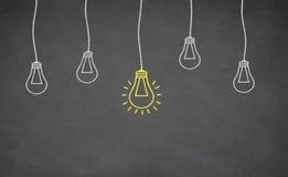 Электрическая лампочка идеи на классн классном Стоковое Фото