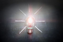 Электрическая лампочка на концепции классн классного - предпосылке Стоковая Фотография
