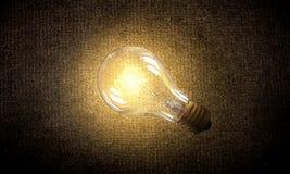 Электрическая лампочка на текстуре Мультимедиа Стоковая Фотография RF