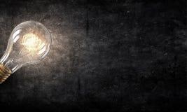 Электрическая лампочка на текстуре Мультимедиа Стоковая Фотография