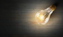 Электрическая лампочка на текстуре Мультимедиа Стоковые Изображения RF