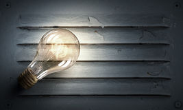 Электрическая лампочка на текстуре Мультимедиа Стоковые Изображения