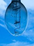 Электрическая лампочка с голубым небом Стоковая Фотография