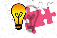 Электрическая лампочка с отсутствующей частью головоломки как идея Стоковые Фото