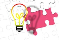 Электрическая лампочка с отсутствующей частью головоломки как идея Стоковая Фотография RF