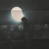 Электрическая лампочка 3d на стратегии бизнеса Стоковая Фотография