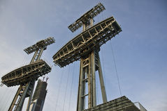 Электрическая башня в голубом небе Стоковые Изображения RF