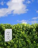 электрическая зеленая стена гнезда силы 2 выхода стоковые фотографии rf