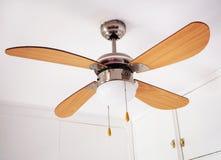 Электрическая потолочная лампа с пропеллером Стоковая Фотография