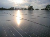Электрическая станция солнечной энергии и небо Стоковые Изображения RF