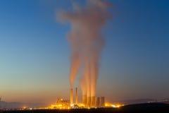 Электрическая станция электричества в козани Греции Медленная выдержка затвора стоковая фотография
