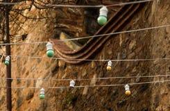 электрические лампочки вися на фиксированном месте Стоковое Фото