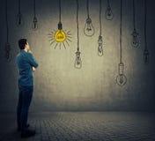 Электрические лампочки смертной казни через повешение Стоковое Изображение